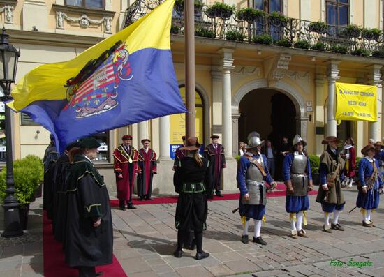 slávnostný ceremoniál sa začal pred Historickou radnicou mesta