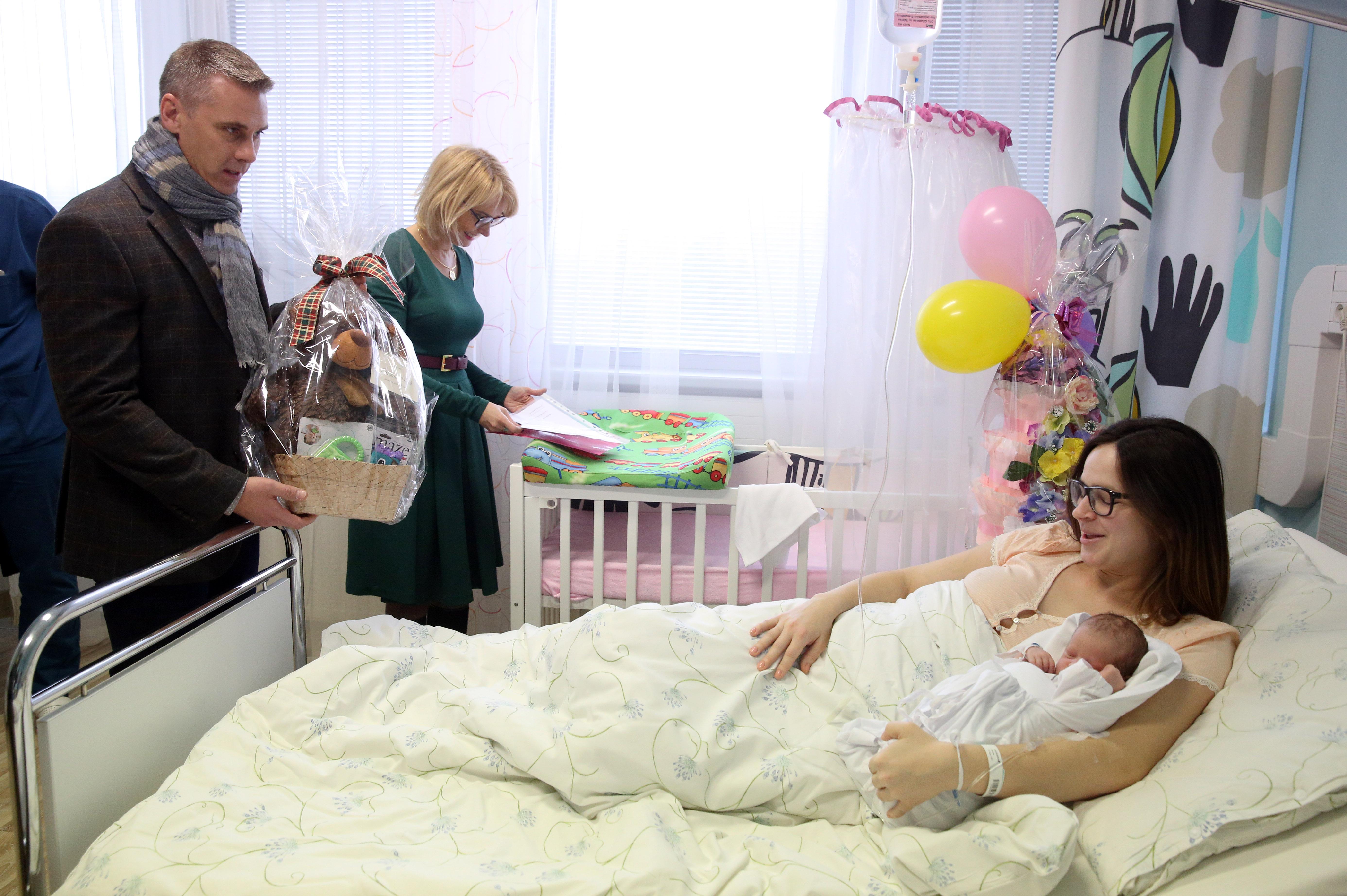 Viceprimátori Renáta Lenártová a Martin Petruško vítajú prvú Košičanku