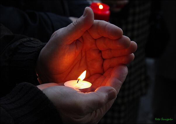 Symbolický plameň sviečky