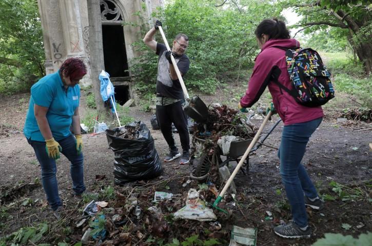 Čistenie historického evanjelického cintorína