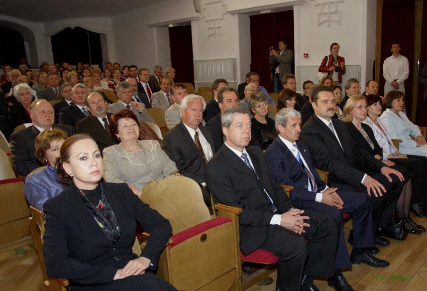 do hľadiska Veľkej sály Historickej radnice zasadli najvýznamnejší hostia