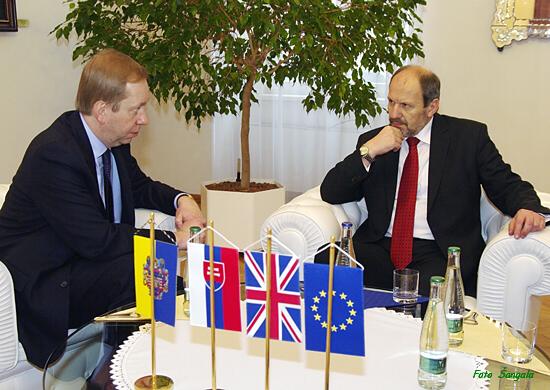 britský veľvyslanec Michael J. W. Roberts v rozhovore s primátorom Košíc Františkom Knapíkom