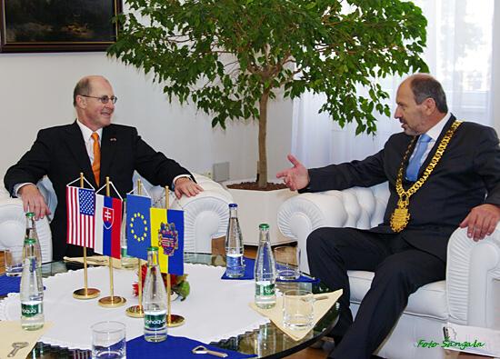 Veľvyslanec a primátor v pracovnom rozhovore