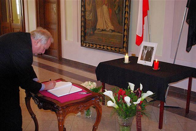 Joseph Daul sa v Historickej radnici podpísal do kondolenčnej listiny