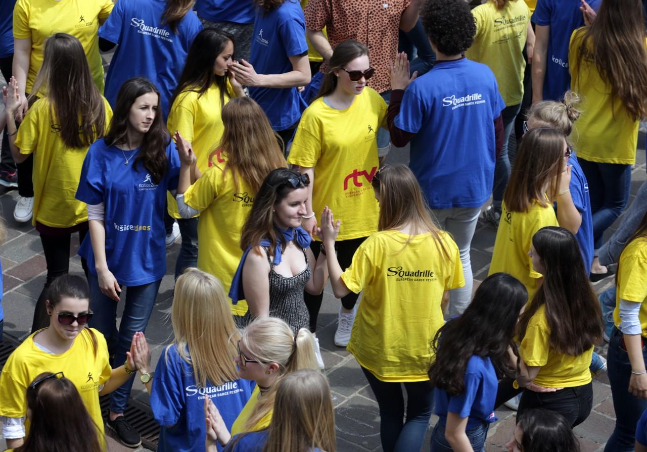 Tancujúci žiaci a študenti