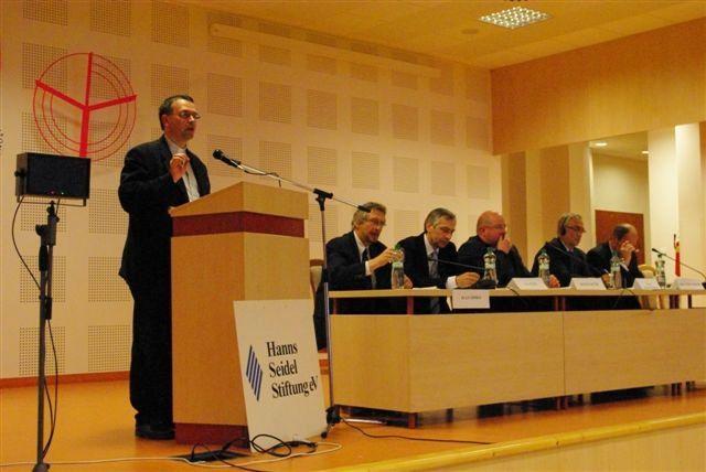 konferencia Populizmus versus služba občanom