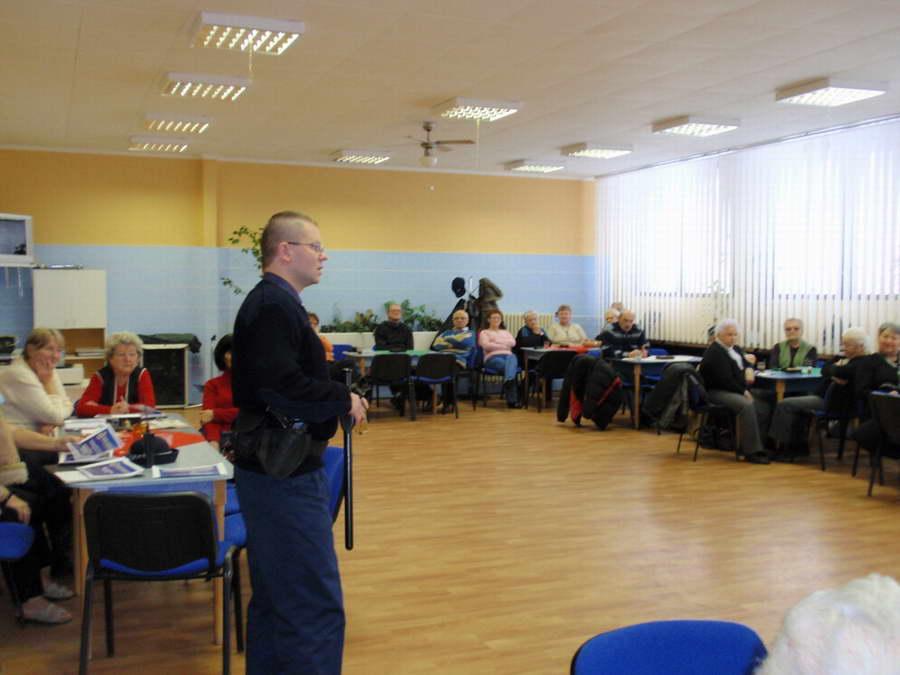 Príslušník stanice MsP - KVP p. Malajter počas prezentácie