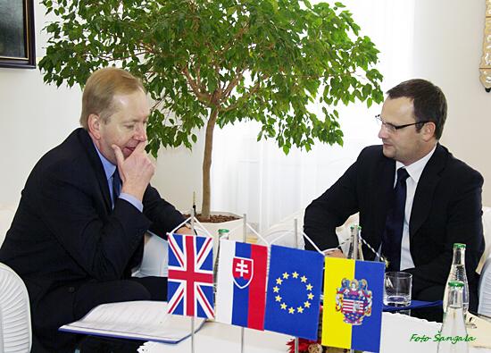 Britský veľvyslanec a viceprimátor mesta v Historickej radnici
