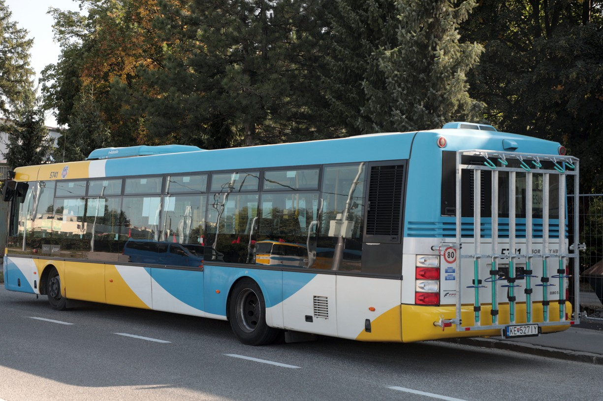 Autobus s cyklonosičom