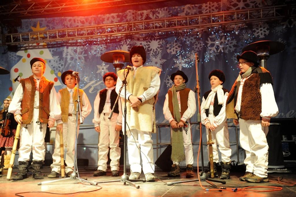 7. Vianočný Maškrtníček a folklórny súbor Železiarik