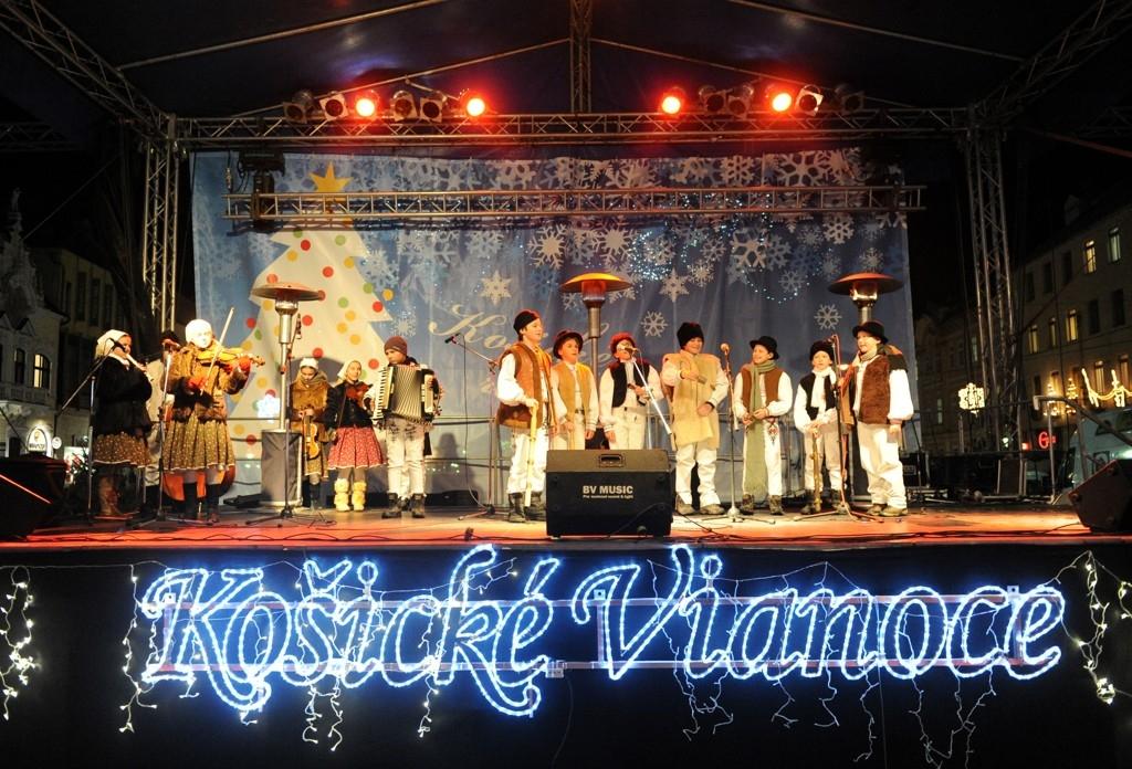 6. Vianočný Maškrtníček a folklórny súbor Železiarik