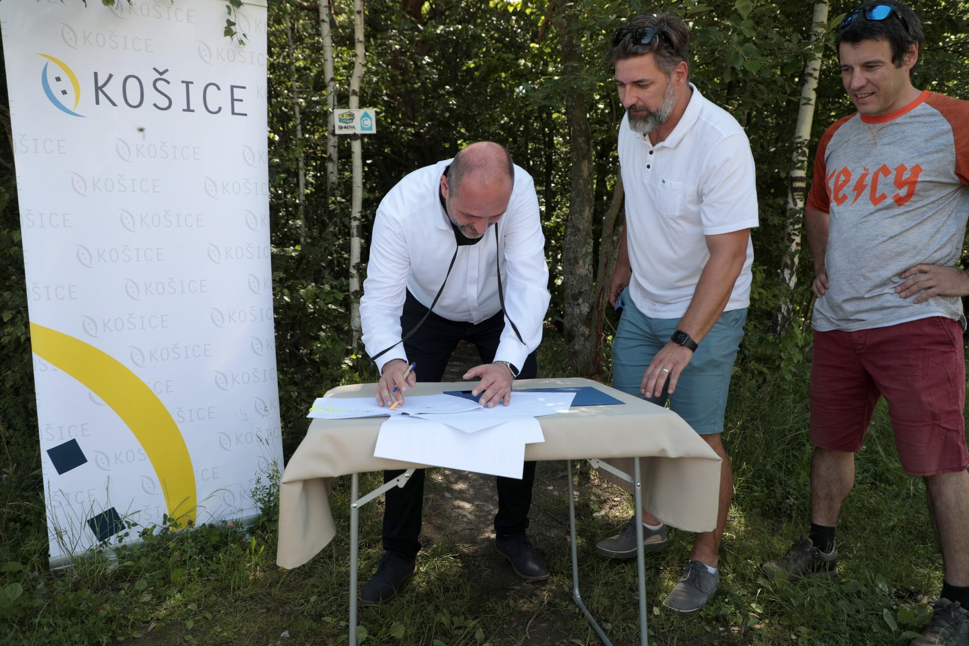 PodpisZmluvyKeCy15