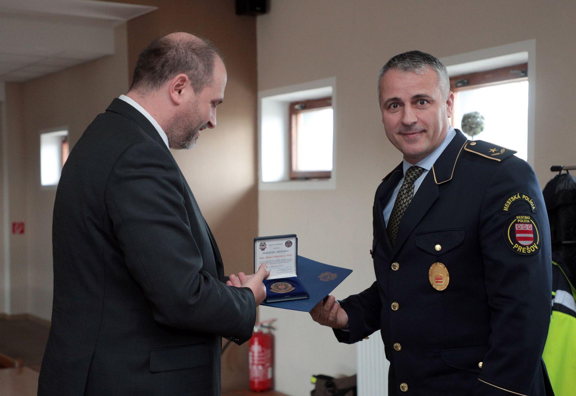 OcenovanieMestskychPolicajtov11