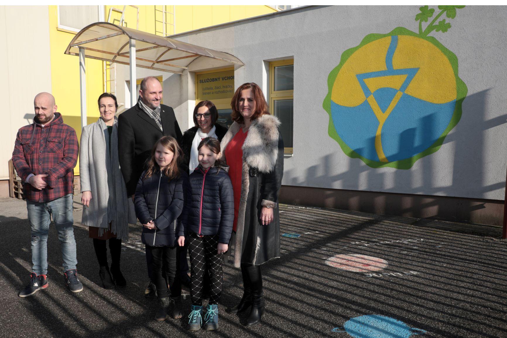 Tri najkrajšie návrhy erbu Košíc už zdobia steny základných škôl v meste